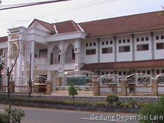 Gedung tampak depan sisi lain